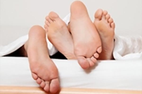 Detektei Langwieser - Privatkunden - Paar im Bett